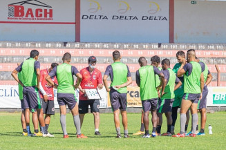 Técnico Rúbio de Alencar aproveitou o pouto tempo para conhecer os novos jogadores e montar o time da estreia. Imagem: (Divulgação)