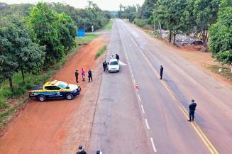Policiais militares durante operação em estrada estadual de MS (Imagem: Divulgação)
