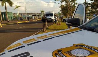 Operação conjunta entre Detran-MS e Agepan flagra motorista de van bêbado em feriado. Imagem: (Divulgação)
