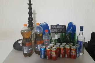 Bebidas apreendidas na festa clandestina (Imagem: Divulgação)