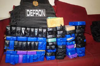 Mais de 80 quilos de pasta base cocaína é apreendido pela Defron. Imagem: (Adilson Domingos)