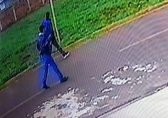 Imagens de segurança mostram os dois homens em direção ao local do crime (Imagem: Divulgação)