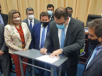 Observado por vereadores, Alan Guedes sanciona projeto (Divulgação)