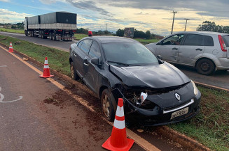 Viatura da PRF saiu da pista após batida em carro atingido pelo condutor da Toro (Divulgação)