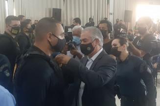 """O governador Reinaldo Azambuja participou da entrega da medalha """"Águia da Fronteira"""" (Imagem: Edilson José)"""