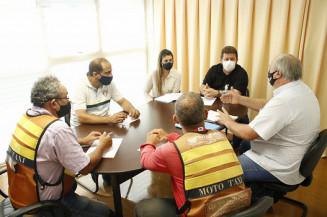 Laudir ouve reivindicações dos taxistas e mototaxistas de Dourados (Valdenir Rodrigues)
