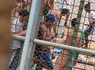Presos usando celulares tranquilamente em Penitenciária de Segurança Máxima (Campo Grande News)