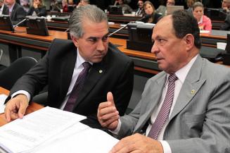 Deputado Zé Teixeira ao lado de Reinaldo Azambuja; os dois foram denunciados na Operação Vostok (Divulgação/AL)