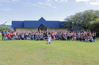 Servidores da Secretaria de Educação posam para foto em confraternização de Páscoa; pelo menos 85 pessoas aglomeradas (Reprodução/Facebook)