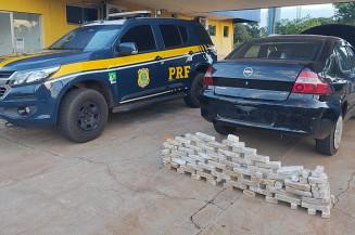 OS tabletes de cocaína e o Prima usado para transportar a droga (Divulgação)