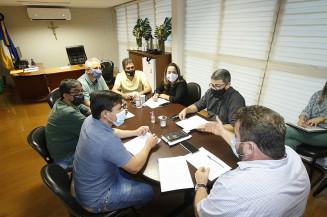 Membros da Mesa Diretora com integrantes da CPI da Saúde (Valdenir Rodrigues)