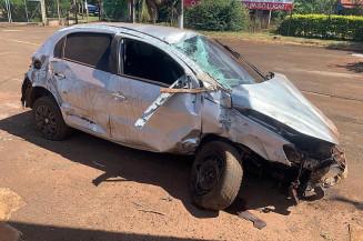 Gol que era conduzido por motorista bêbado ficou destruído (Divulgação)