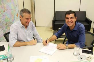 Jamilson Name com o presidente da Assembleia, Paulo Correa (Divulgação)