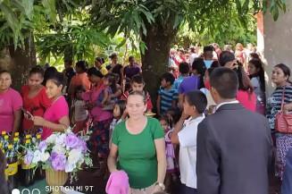 Festa de aniversário foi realizada juntamente com culto (Foto: Divulgação/Facebook)