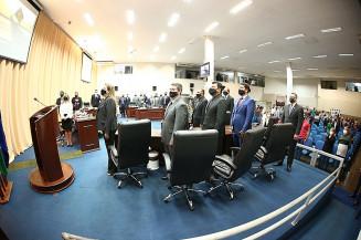 Vereadores de Dourados durante sessão nesta segunda-feira (Valdenir Rodrigues/Divulgação)